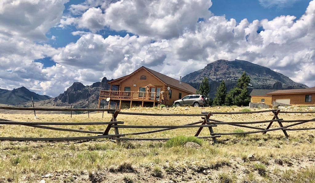 10017132 Wapiti, WY - Wyoming property for sale