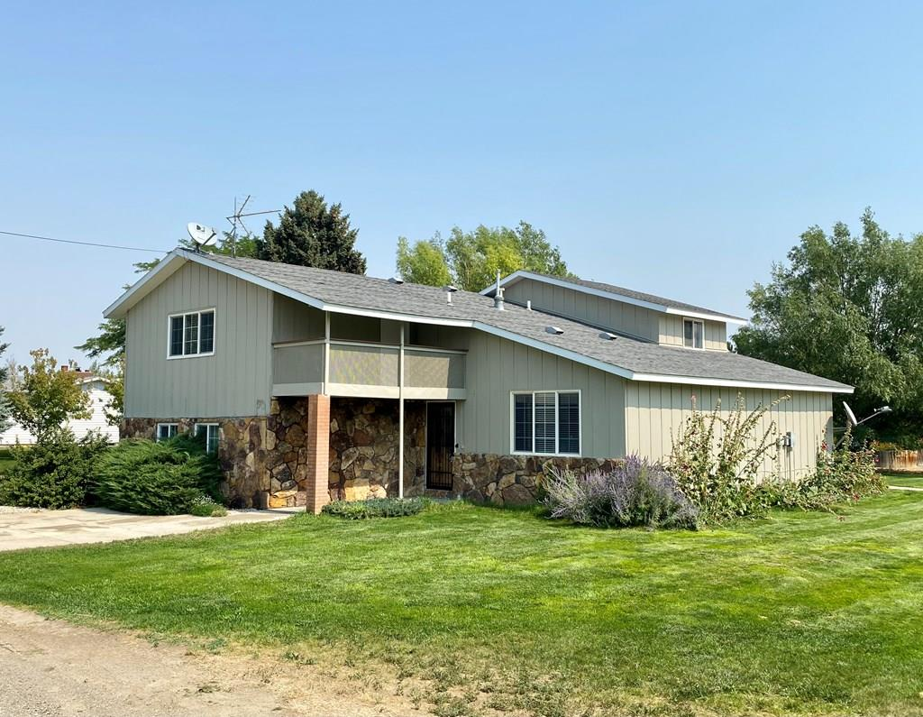 10017243 Powell, WY - Wyoming property for sale